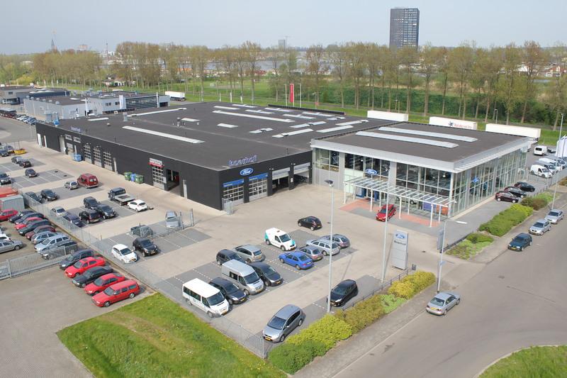 Boerhof Autocentrum Ford en Nissan Dealer - Foto's