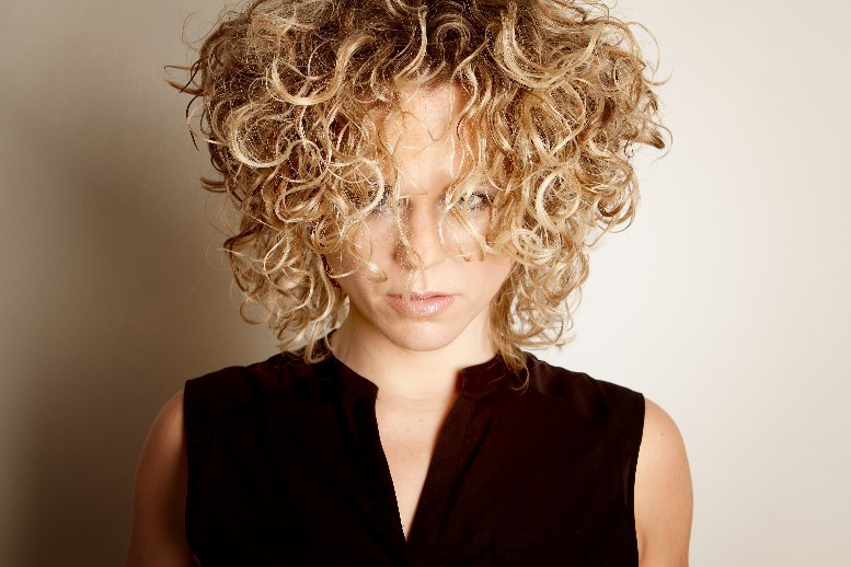 WIZZ Hairstyle - Foto's