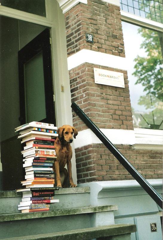Trijntje met boeken 001